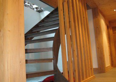 Treppenanlage-komplett-in-rohem-Stahl-1
